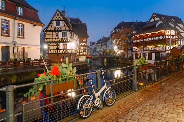 Noc Petite France W Strasburgu, Alzacja Premium Zdjęcia
