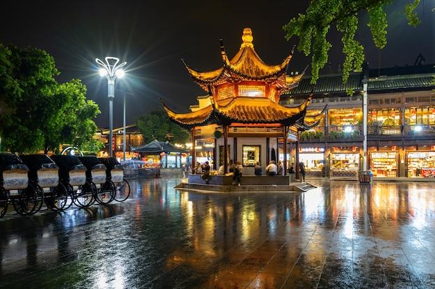 Nocna Sceneria świątyni Konfucjusza W Nanjing, Prowincja Jiangsu, Chiny Premium Zdjęcia
