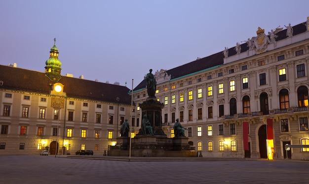 Nocny widok hofburg palace. wiedeń Darmowe Zdjęcia