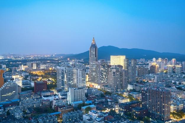 Nocny Widok Na Scenerię Miasta Nanjing, Jiangsu, Chiny Premium Zdjęcia