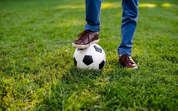 Noga Z Dużym Kątem Na Piłkę Darmowe Zdjęcia