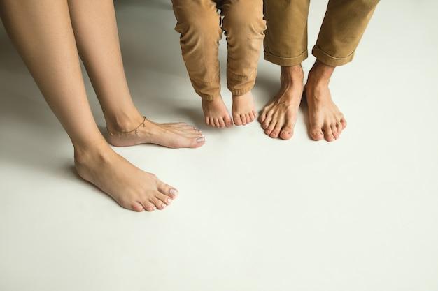 Nogi Rodziny Na Białym Tle Darmowe Zdjęcia
