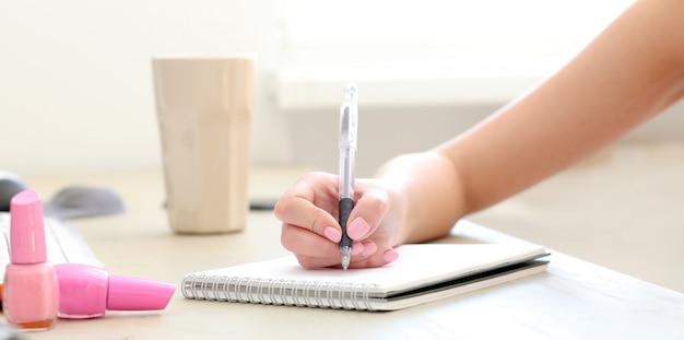 Notatnik na stole Darmowe Zdjęcia