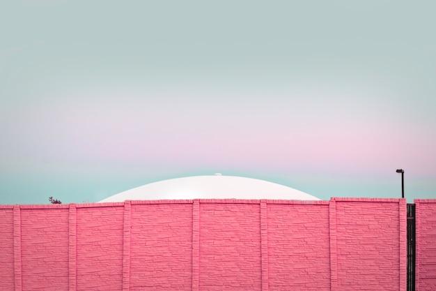 Nowoczesna Architektura, Ufo Za Różowym Murem Darmowe Zdjęcia