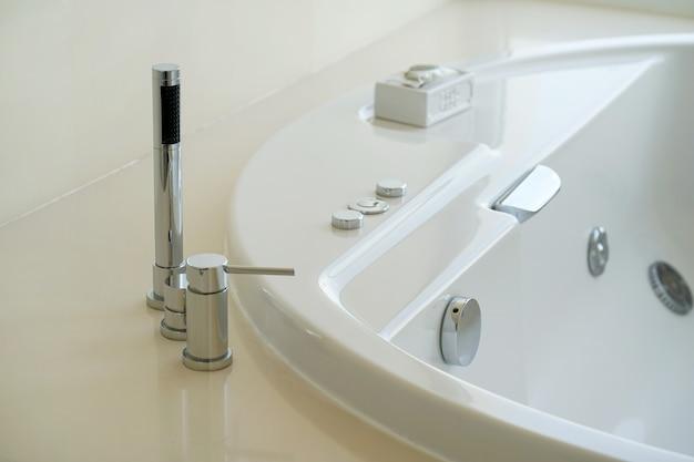 Nowoczesna Biała Umywalka łazienkowa Premium Zdjęcia