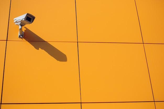 Nowoczesna Kamera Cctv Na ścianie. Premium Zdjęcia