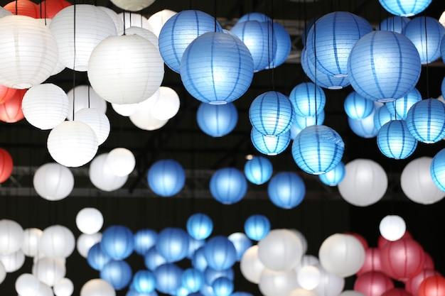 Nowoczesna lampa oświetlająca dach. Premium Zdjęcia