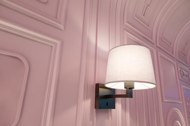 Nowoczesna Luksusowa Lampa W Pięknej Restauracji Premium Zdjęcia