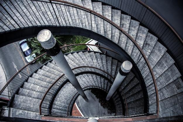 Nowoczesny Schodek Budynku W Stylu Loftu, Wysoki Z Widoku Z Góry Premium Zdjęcia