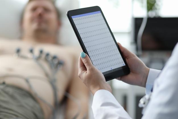 Nowoczesny Tablet High-tech Dla Lekarzy Premium Zdjęcia