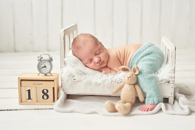 Nowonarodzonego chłopca do spania Premium Zdjęcia
