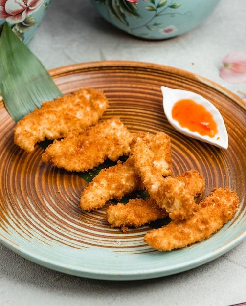 Nuggetsy z kurczaka z sosem Darmowe Zdjęcia