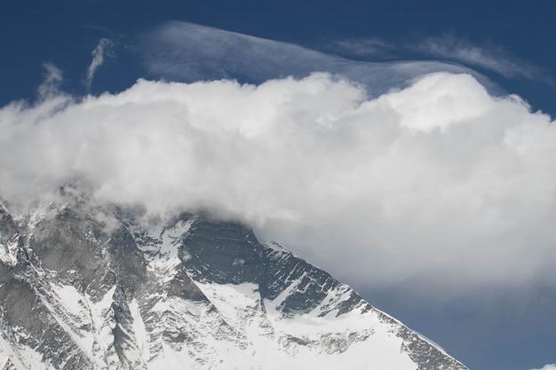 Nuptse To Góra W Nepalu, Położona Na Wysokości Ponad 8000 Metrów Premium Zdjęcia