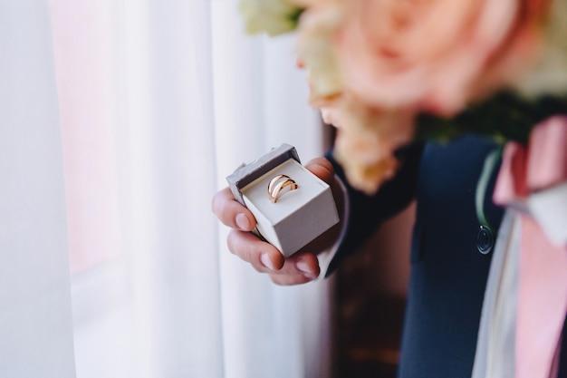 Obrączki ślubne, uroczystości ślubne oraz akcesoria i dekoracje Premium Zdjęcia