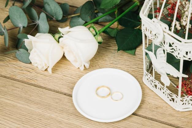 Obrączki ślubne z kwiatami Darmowe Zdjęcia