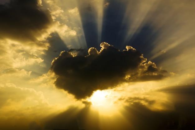 Obraz słońca świeci Premium Zdjęcia