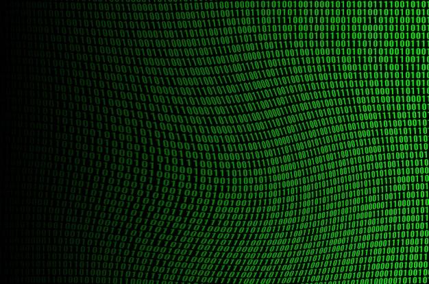 Obraz Uszkodzonego I Zniekształconego Kodu Binarnego Złożonego Z Zestawu Zielonych Cyfr Na Czarnym Tle Premium Zdjęcia