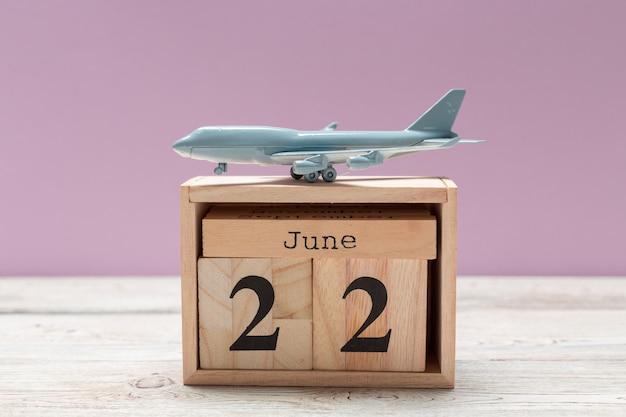Obraz z 22 czerwca drewniane kolor kalendarza na drewniane tła Premium Zdjęcia