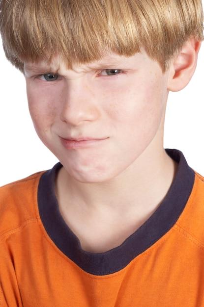 Obrażony Chłopiec Na Białym Tle Premium Zdjęcia