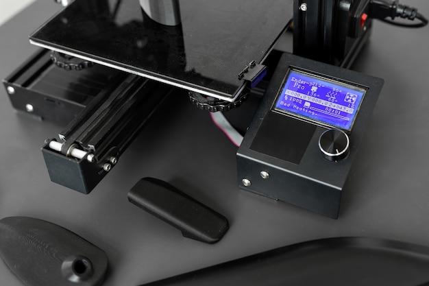 Obsługa Maszyny Drukującej 3d W Laboratorium Premium Zdjęcia