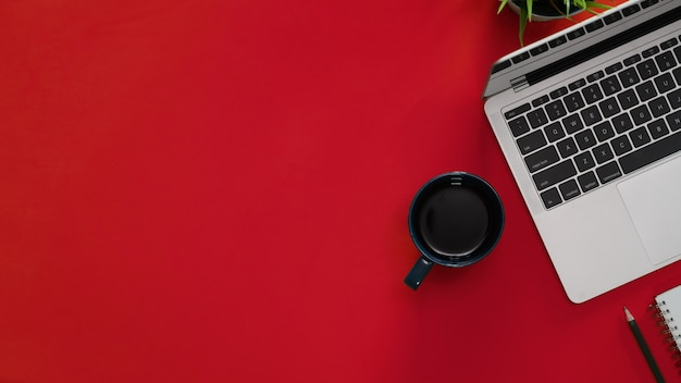 Obszar Roboczy Rad Top Z Miejscem Na Laptopa I Kopiowaniem Premium Zdjęcia