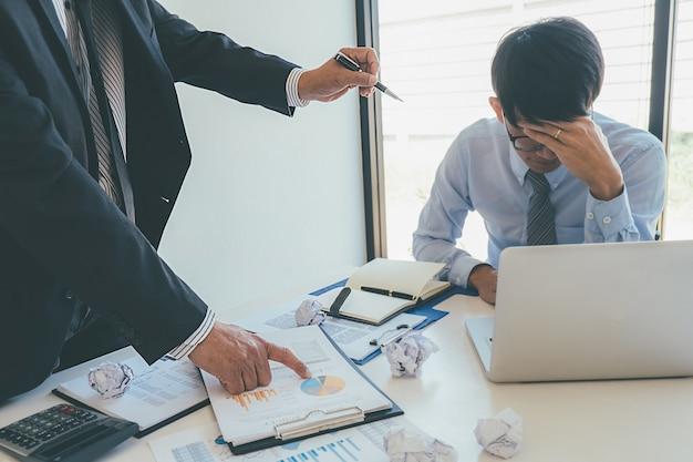 Obwinianie Biznesu. Premium Zdjęcia