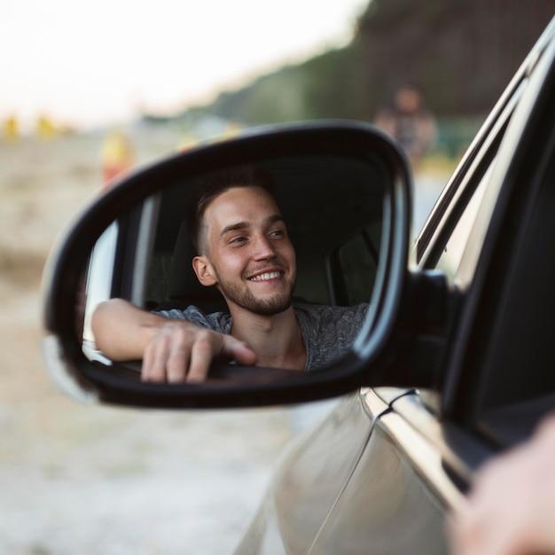 Odbicie Człowieka W Lusterku Samochodu Darmowe Zdjęcia