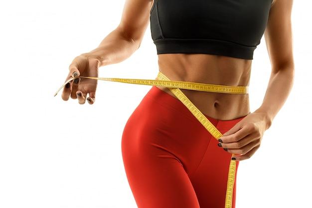 Odchudzająca Kobieta W Sport Odzieży Z żółtą Miarą Premium Zdjęcia