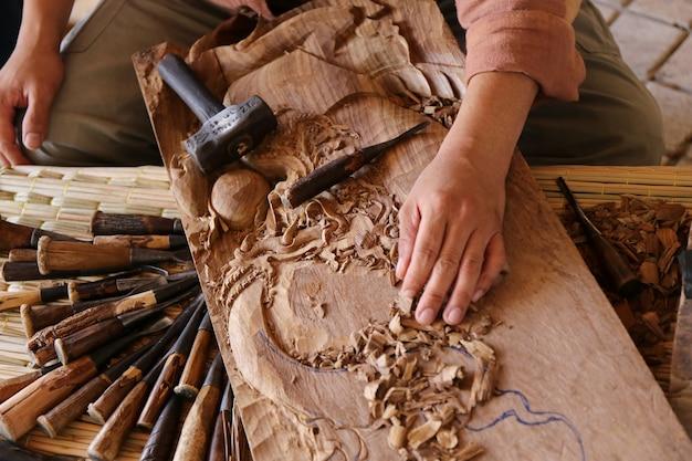 Oderwać Dłut Stolarz Narzędzie Pracy Drewniany Stół Premium Zdjęcia