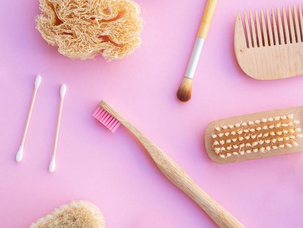 Odgórnego widoku kosmetyczne rzeczy na różowym tle Darmowe Zdjęcia