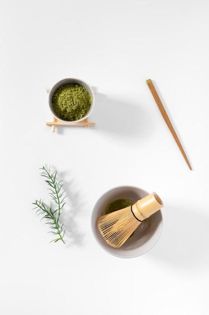 Odgórnego widoku matcha herbaciany pojęcie na stole Darmowe Zdjęcia