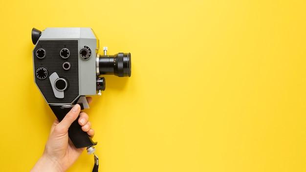 Odgórnego Widoku Rocznika Filmu Kamera Na żółtym Tle Z Kopii Przestrzenią Darmowe Zdjęcia