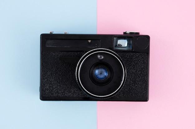 Odgórnego Widoku Rocznika Fotografii Kamera Z Kolorowym Tłem Darmowe Zdjęcia