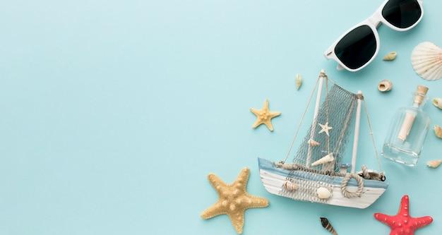 Odgórnego Widoku Rozgwiazda I żeglowanie łódź Z Kopii Przestrzenią Premium Zdjęcia
