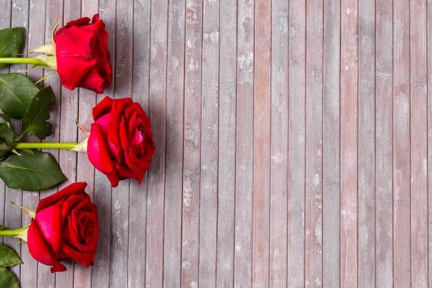 Odgórnego Widoku Wiązka Czerwone Róże Z Kopii Przestrzenią Darmowe Zdjęcia