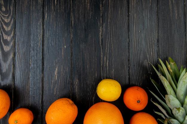 Odgórny Widok Cytrus Owoc Jako Mandarynki Cytryny Grapefruitowy Ananas Na Drewnianym Tle Z Kopii Przestrzenią Darmowe Zdjęcia