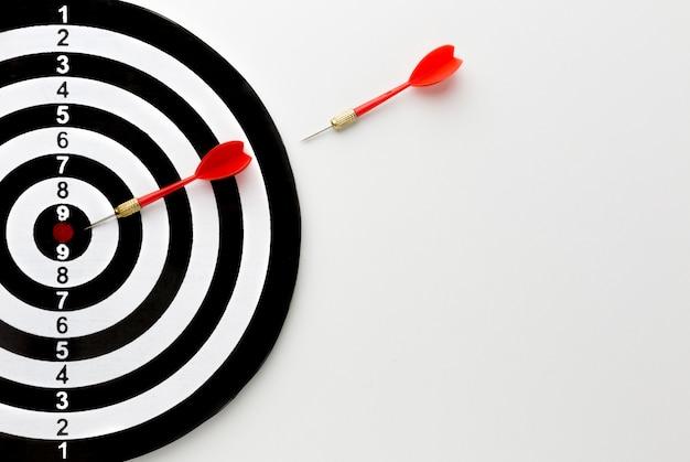 Odgórny Widok Strzała Iść W Kierunku Bullseye Darmowe Zdjęcia
