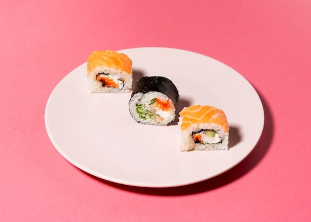 Odmiana Sushi Na Talerzu Darmowe Zdjęcia