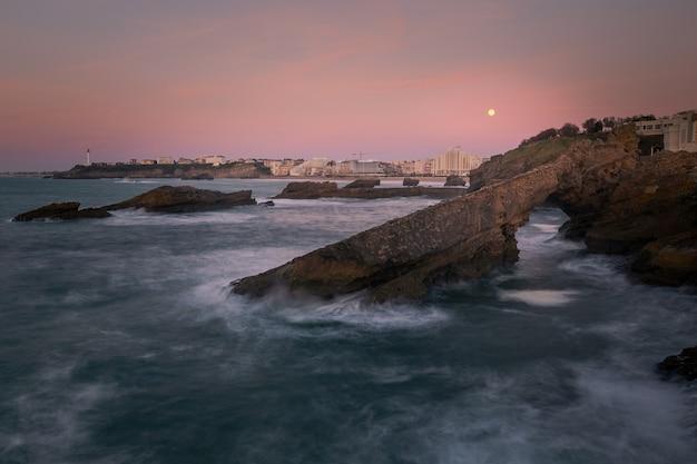 Odważne I ładne Wybrzeże Z Biarritz W Kraju Basków. Premium Zdjęcia