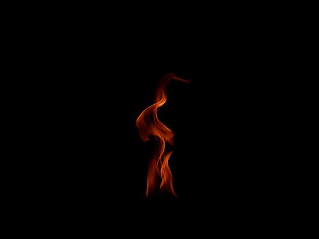 Ogień płonie odosobnionego na czarnym tle Premium Zdjęcia