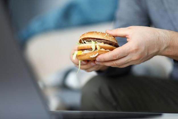 Ogromny Smaczny Hamburger Premium Zdjęcia