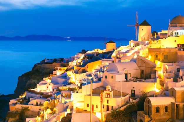 Oia W Nocy, Santorini, Grecja Premium Zdjęcia