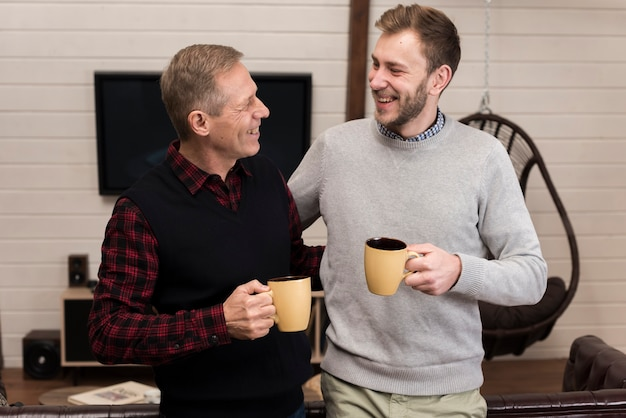Ojciec I Syn Razem Cieszyć Się Kawą Darmowe Zdjęcia