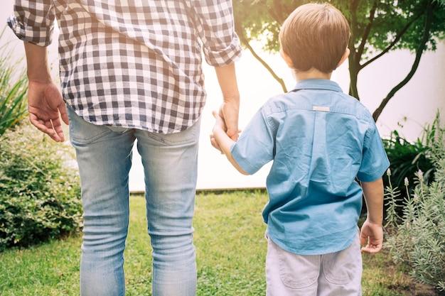 Ojciec i syn szczęśliwy na dzień ojców Darmowe Zdjęcia