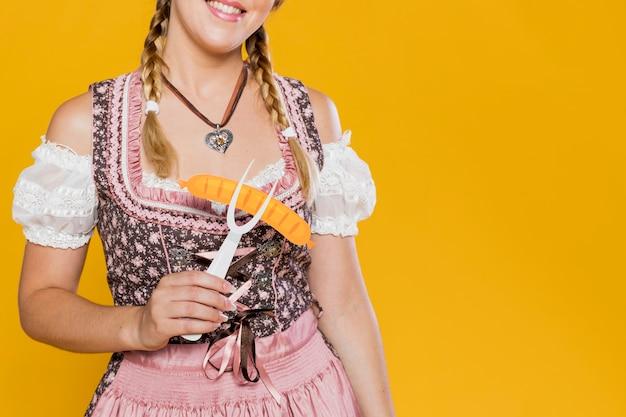 Oktoberfest Młoda Dziewczyna Z Plastikowym Widelcem Darmowe Zdjęcia