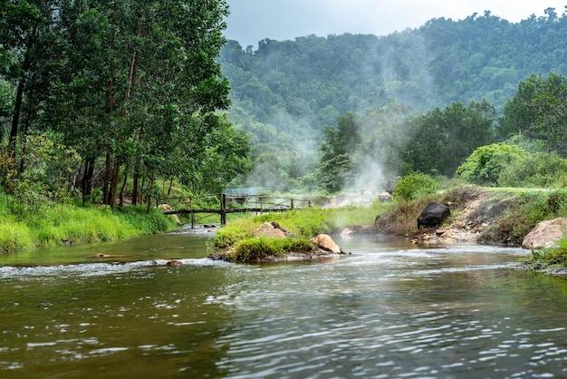 Onsen W Plai-poo Hot Spring Kapong Phang-nga Premium Zdjęcia