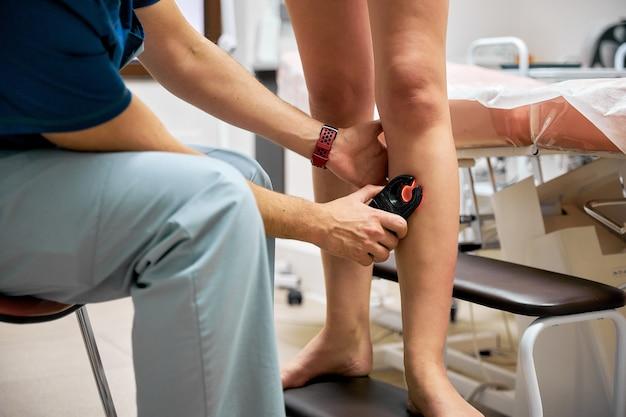 Operacje Medyczne Na Nogach, żylaki, Chirurgia Naczyniowa. Premium Zdjęcia
