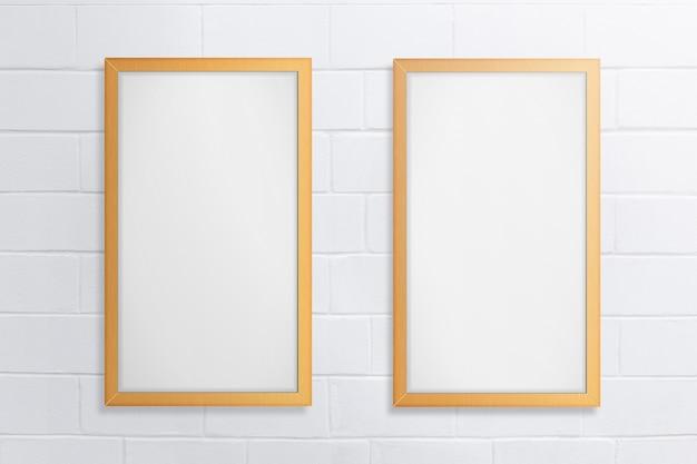 Opróżnia Dwa Blackboard Na Białym Ceglanym Tle Premium Zdjęcia