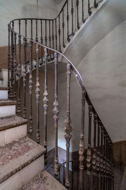 Opuszczone schody rezydencji Premium Zdjęcia