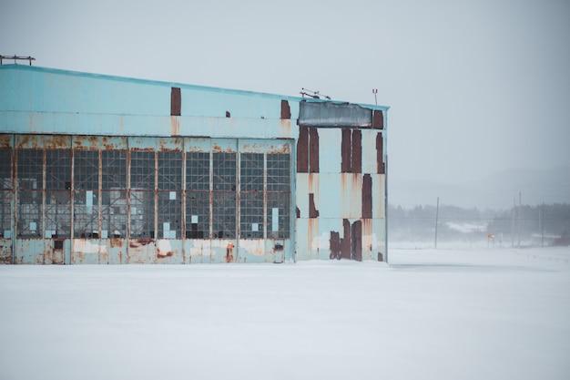 Opuszczony Budynek Zimą Darmowe Zdjęcia